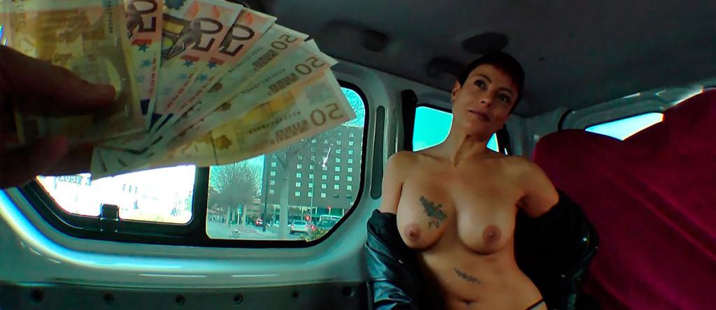 Fakings - Lisa - Se folla a un mendigo- porno solidario. Lo que no consigan nuestros PornoDolares...Videos porno Fakings